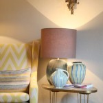 Stühle und Lampen im Showroom Yasemin Loher